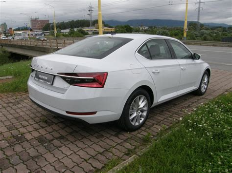 ŠKODA Superb 1