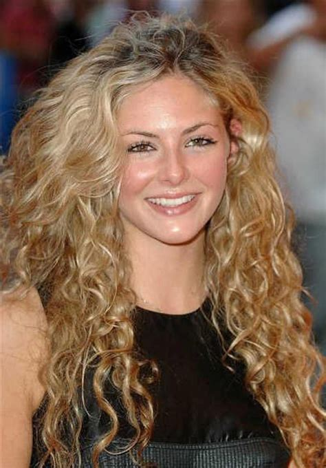 20 Impressive Hairstyles For Thick Curly Hair Girls - Feed